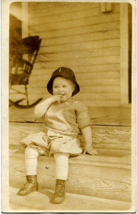 Cutie on a porch Lesli Serpas